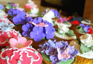 decorated-cupcakes-588x